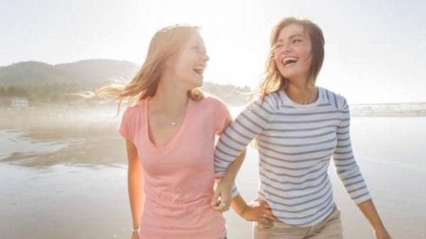 Glada tjejer