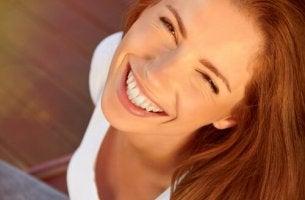 Kvinna med leende