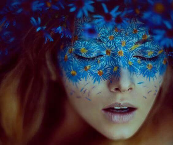 Kvinna med mask
