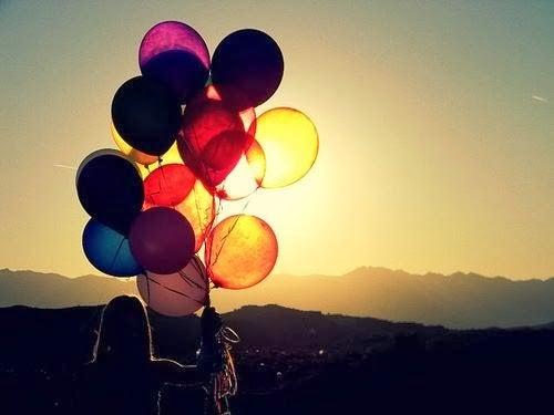 Personer med ballonger