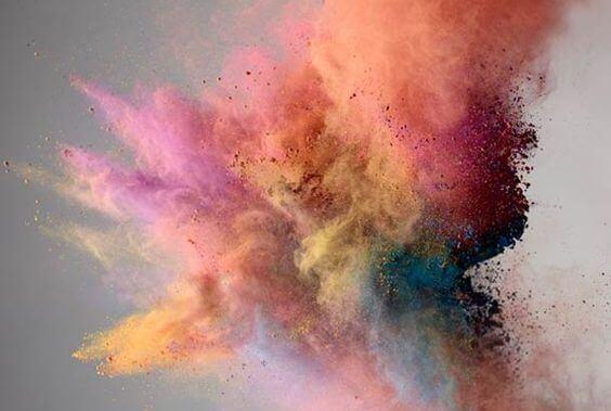 Explosion av färg