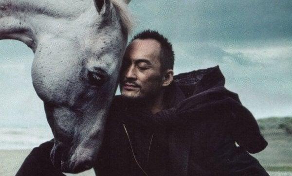 Man med häst