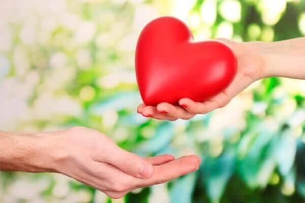 Kultivera ovillkorlig kärlek för att förbättra din partner