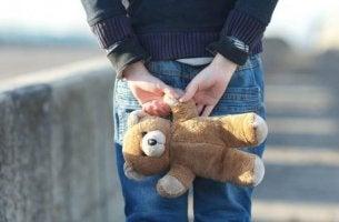 Barn älskar teddybjörnar