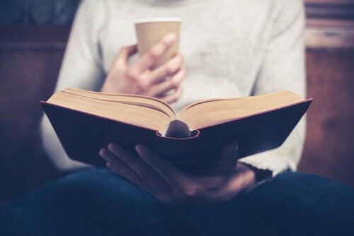 Bok och kaffe