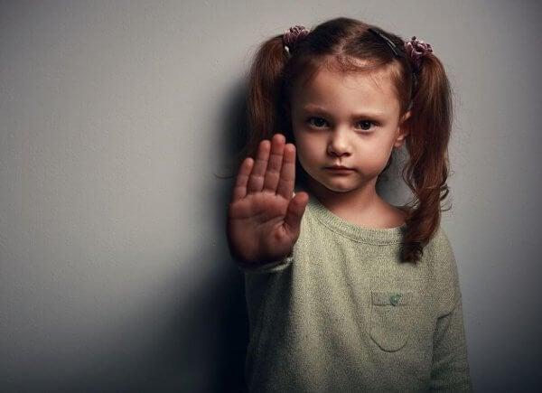 Kärlek är en mycket bättre lärare än våld