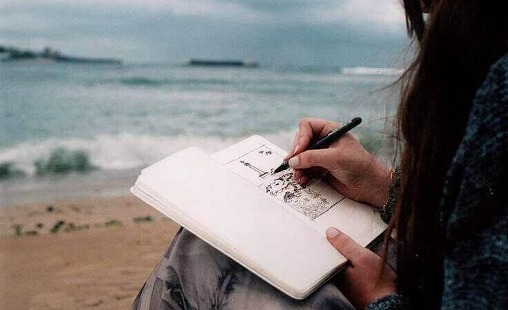 Skriver på stranden