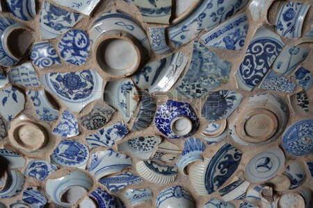 Trasig keramik representerar ditt brustna hjärta