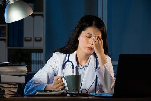 Utmattad läkare