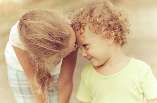 7 saker som sker när du är ett äldre syskon