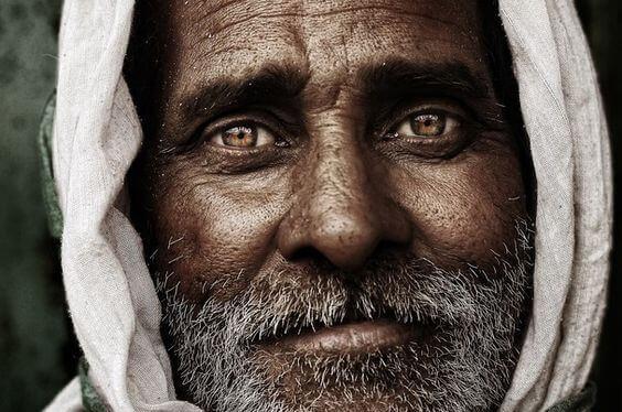 Äldre man med klara ögon