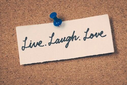 Lev, skratta, älska