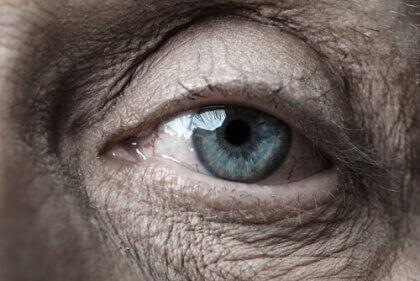 Äldre persons öga