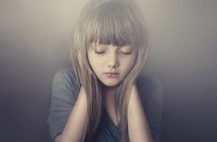 Flicka i tystnad