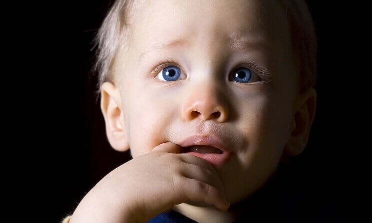 Barn med blå ögon