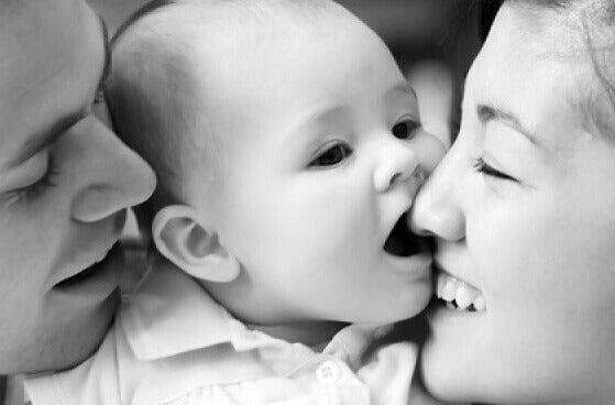 Bebis med föräldrar