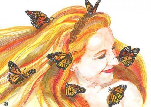 Leende kvinna med fjärilar