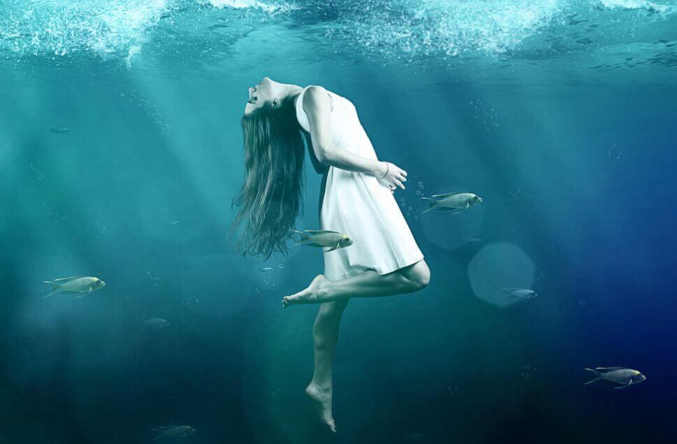 Kvinna i hav