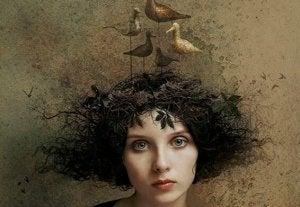 Kvinna med fågelbo