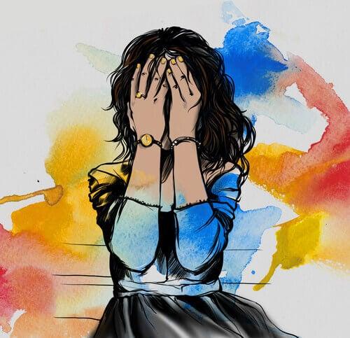 Kvinna med händer för ansiktet