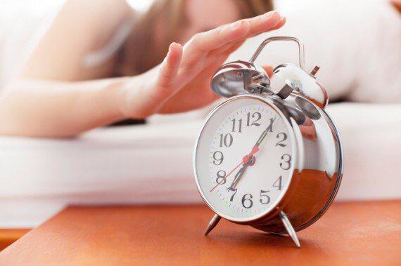 Kvinna och klocka