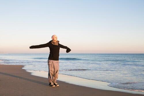 Canceröverlevare på strand