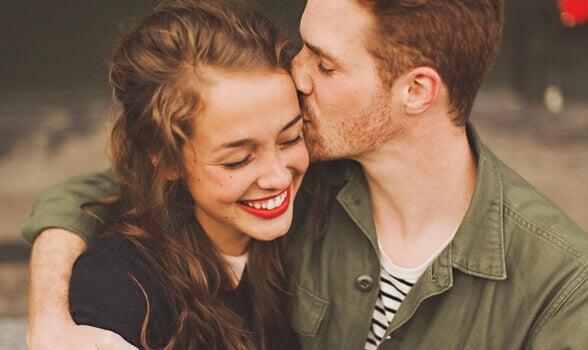 Man pussar kvinna