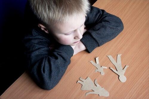 Pojke med pappersdockor