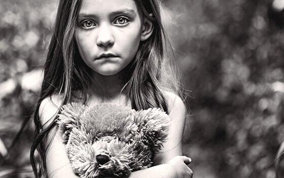 Lämnad i hörnet: det glömda barnet
