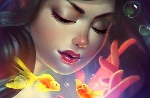 Kvinna med guldfisk