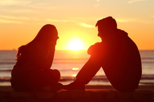 Par vid strand