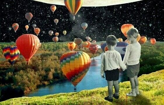 Pojkar och ballonger