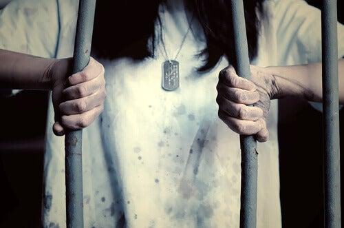Fly från ditt fängelse
