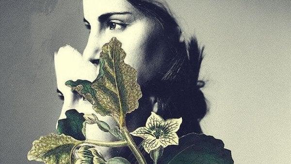 Ledsen kvinna bland blad