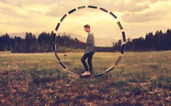 Man i stort hjul