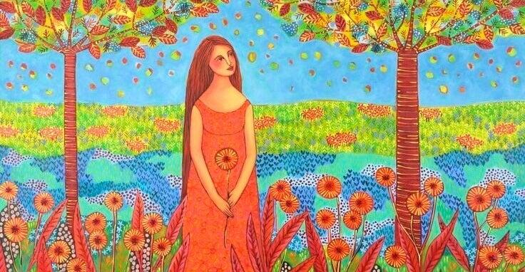 Kvinna mellan träd