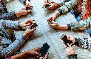 Phubbing i sociala miljöer