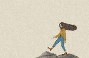 Kvinna på promenad
