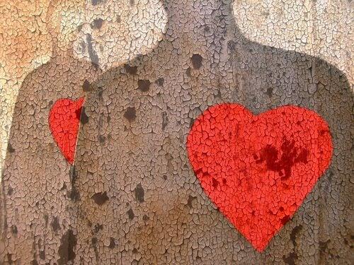 Människofigurer med hjärtan
