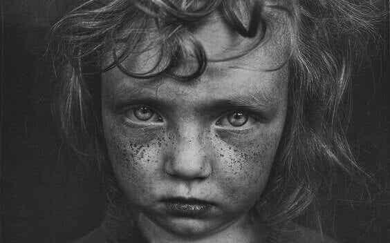 5 drag som associeras med barndomstrauma