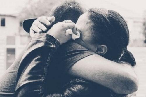 krama och gråta