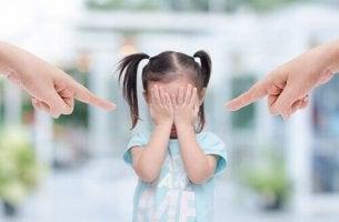 Egenskaper hos giftiga föräldrar som gör barn olyckliga