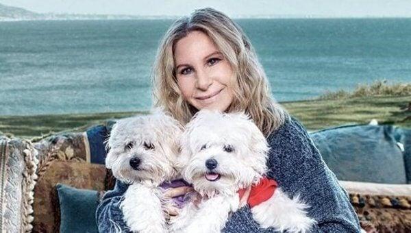 Barbara Streisand med hund