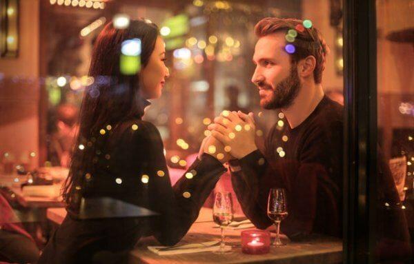 Par på restaurang