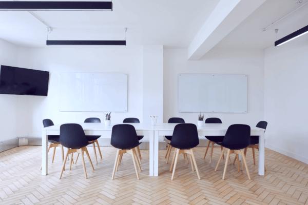 Stolar i konferensrum