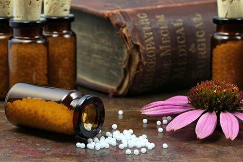 Homeopatisk medicin i burkar