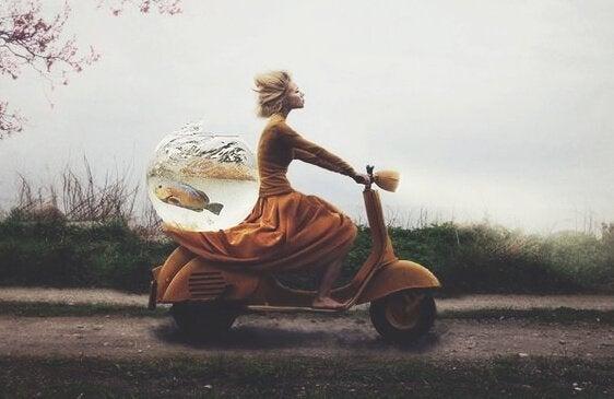 Kvinna med fisk