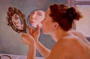 Hur man skiljer mellan narcissism och självkänsla