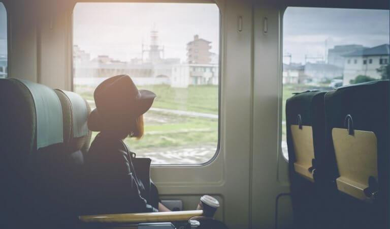 Kvinna på tåg