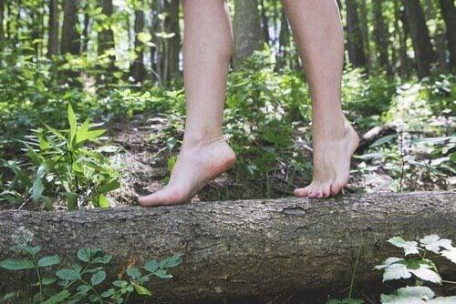 Barfota i naturen